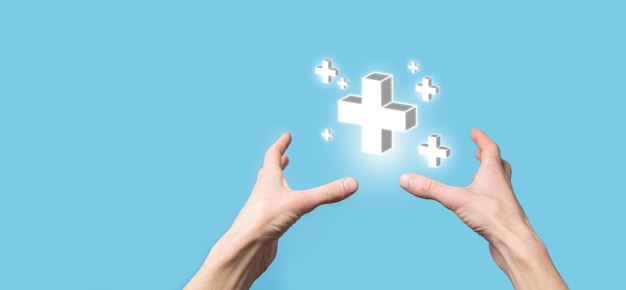 Ręka trzyma ikonę 3d plus, człowiek trzyma w ręku pozytywne rzeczy, takie jak zysk, korzyści, rozwój, csr reprezentowany przez znak plus. ręka pokazuje znak plus