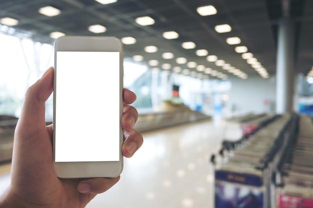 Ręka trzyma makieta inteligentny telefon