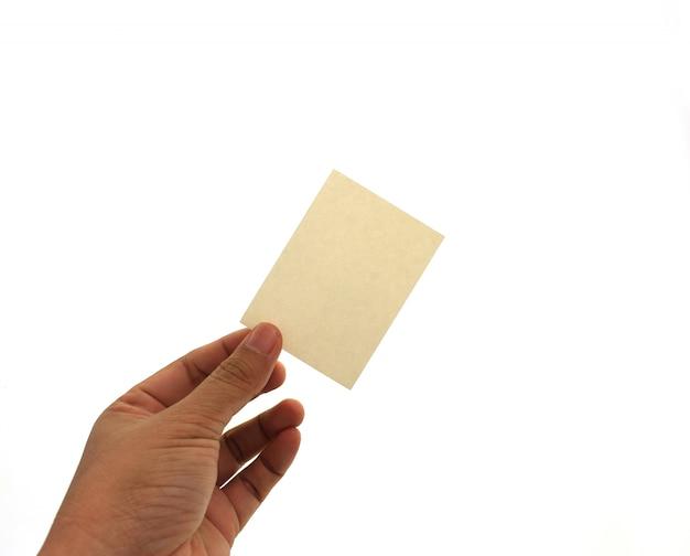 Ręka trzyma pustą wizytówkę w ręku.