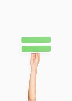 Ręka trzyma równy symbol