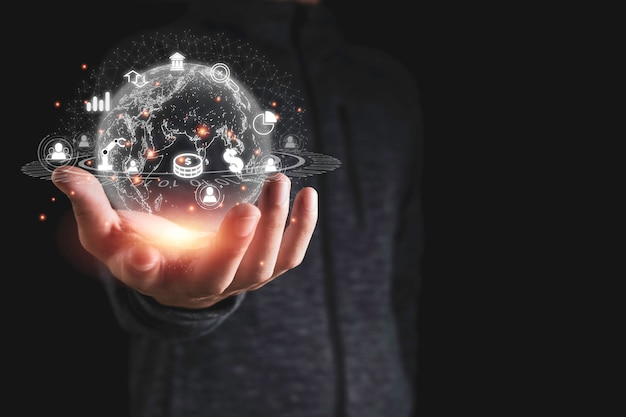 Ręka trzyma wirtualną globalną sieć z ikonami biznesu, takich jak wykres znak dolara. ważna jest transformacja inwestycji biznesowych za pomocą analizy danych big data w sztucznej inteligencji.