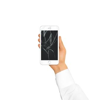 Ręka trzyma zepsuty ekran telefonu na białym tle