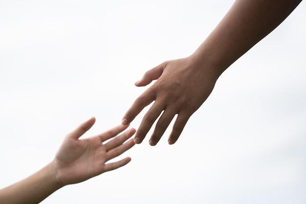 Ręka w rękę, aby połączyć, aby pomóc w związku