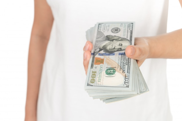 Ręka z dolarów na białym tle