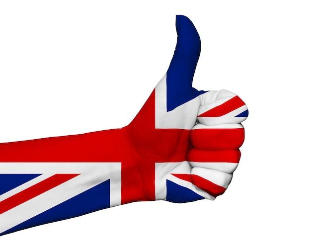 Ręka z kciuk pomalowane w kolory flagi wielkiej brytanii na białym tle