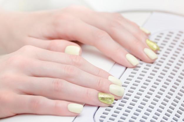 Ręka z manicure