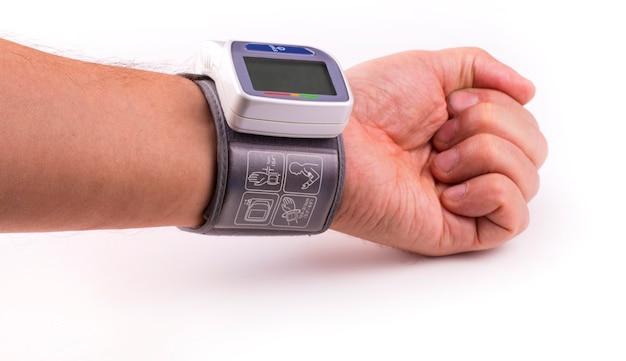 Ręka z nowym tonometrem