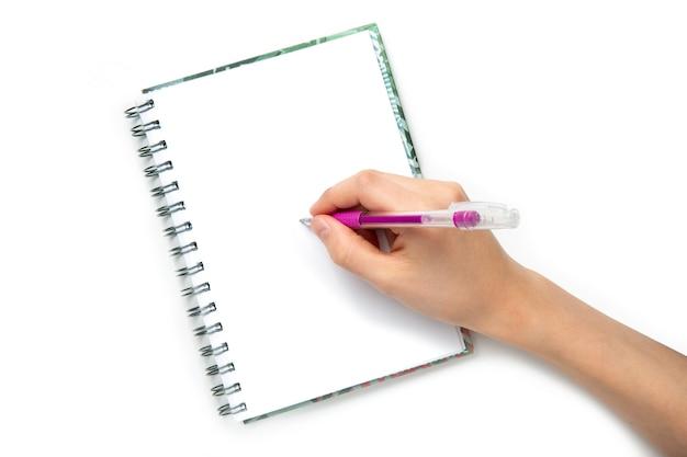 Ręka z piórem na notatniku