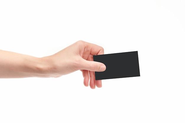 Ręka z wizytówką na białym tle iz miejsca na kopię