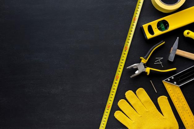 Rękawiczki i narzędzia z miejsca na kopię