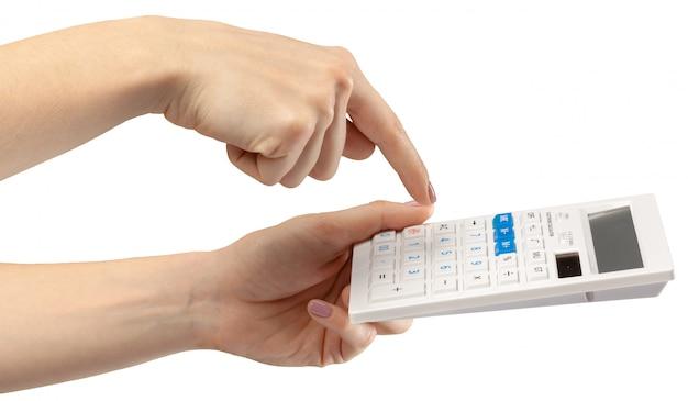 Ręki z kalkulatorem odizolowywającym na bielu