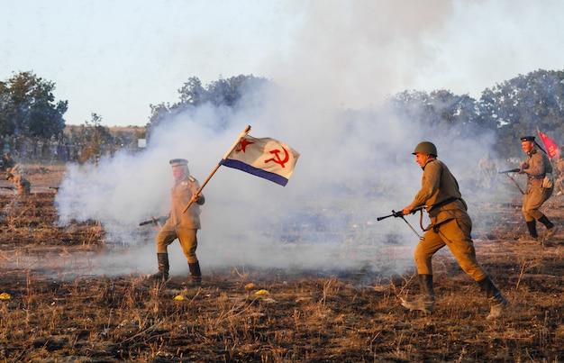 Rekonstrukcja bitwy drugiej wojny światowej bitwa o sewastopol rekonstrukcja bitwy z eksplozjami