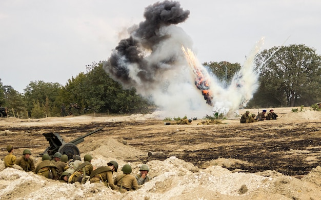 Rekonstrukcja bitwy ii wojny światowej. bitwa o sewastopol. rekonstrukcja bitwy z eksplozjami
