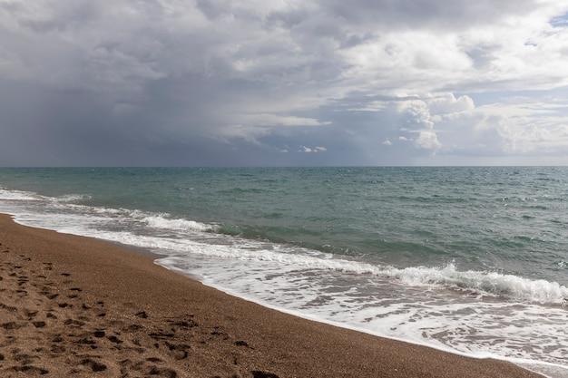Relaksujący Krajobraz Morski I Piękna Plaża Premium Zdjęcia