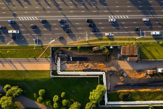 Remont i wymiana rurociągu w mińsku. wymiana starego rurociągu w mieście remont miasta białoruś.