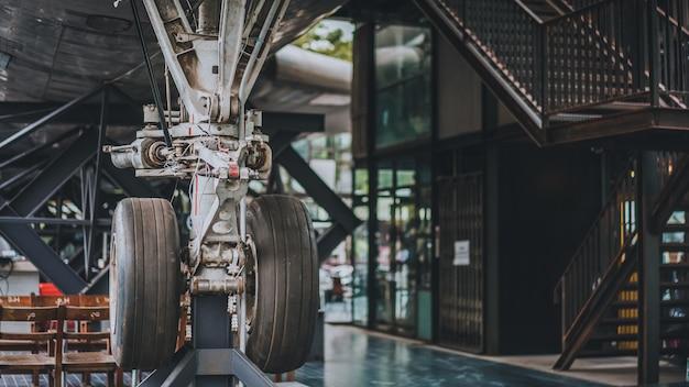 Remont koła i hamulca samolotu