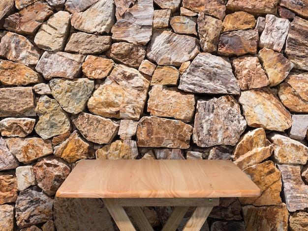 Renderowania 3d drewniany stół z brązowym kamiennym tłem