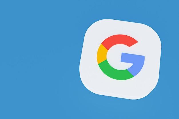 Renderowanie 3d logo aplikacji google na niebieskim tle