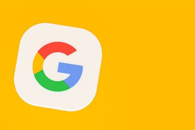 Renderowanie 3d logo aplikacji google na żółtym tle