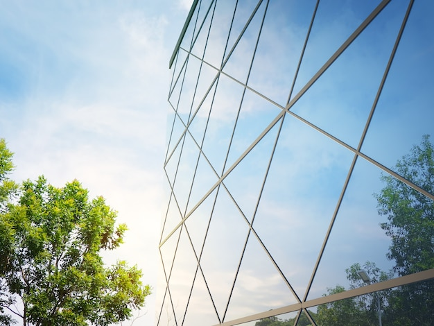 Renderowanie 3d nowoczesnej fasady architektury z niebieskim tłem nieba