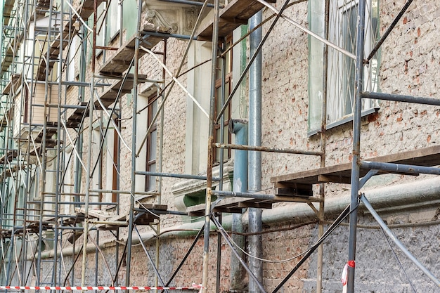 Renowacja starego budynku.