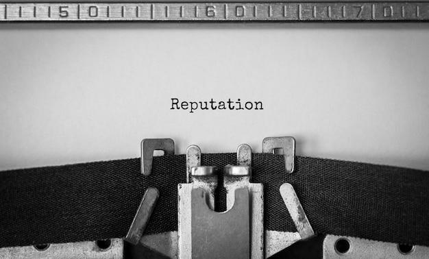 Reputacja tekstu wpisana na maszynie do pisania retro