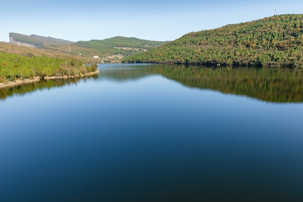 Reservoir jianxiong shuiku, prowincja sichuan, chiny