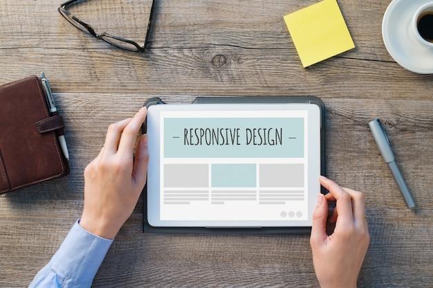 Responsywny design na cyfrowym tablecie
