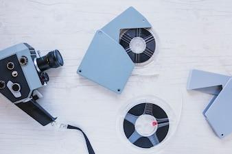 Retro aparat z rolkami kinowymi
