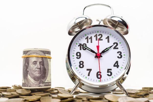 Retro budzik, pakiet pieniędzy i monet