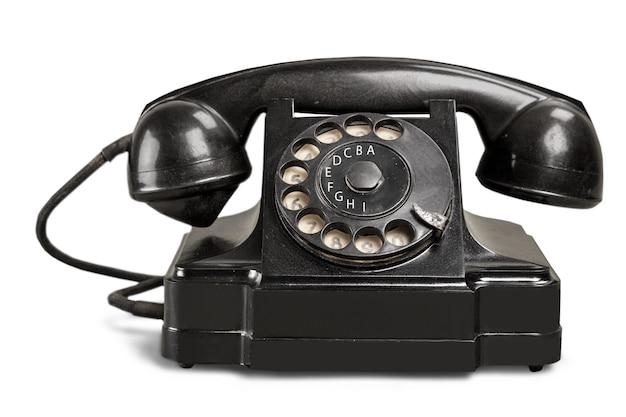 Retro czarny telefon na białym tle