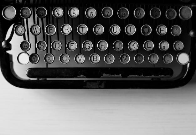 Retro maszyna do pisania w starym stylu