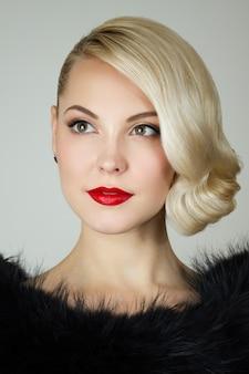 Retro portret pięknej kobiety