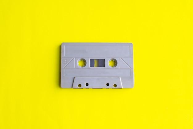 Retro taśmy kaseta na żółty