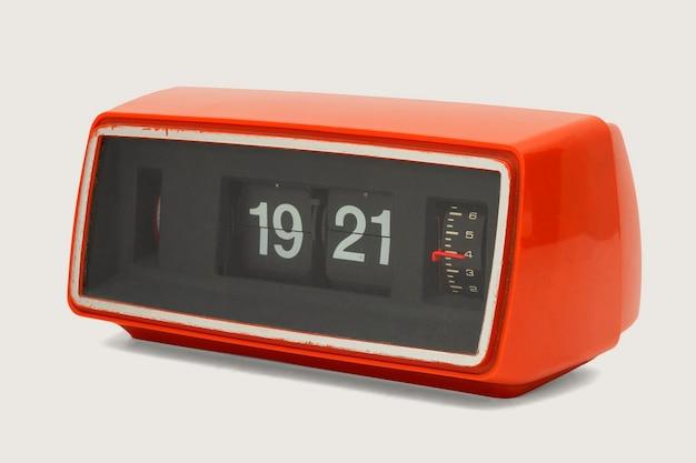 Retro zegar z klapką na białym tle