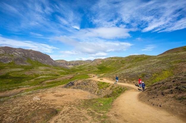 Reykjanes skaginn, islandia »; sierpień 2017: piękna ścieżka prowadząca do gorących źródeł na islandii