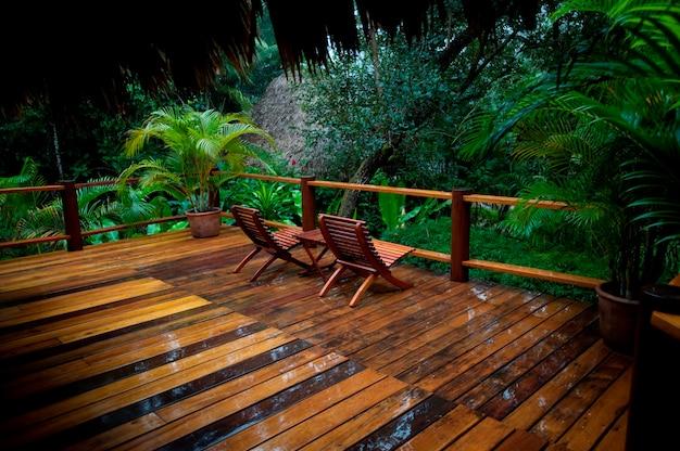 Rezerwat górski pine ridge, taras z krzesłami