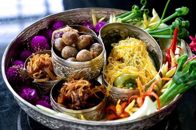 Rice w lodowej wody tajlandzkim starym stylu jedzeniu
