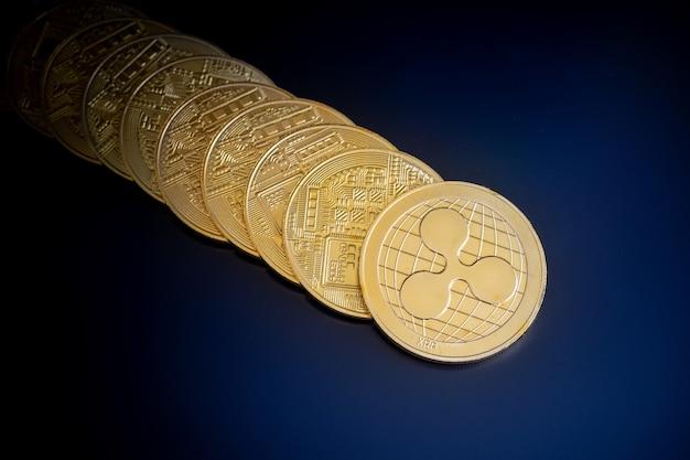 Ripple monety kryptowaluty na czarnym tle ekranu