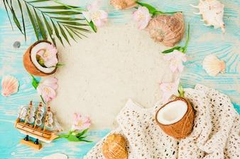 Roślina opuszcza kokosy i kwiaty z muszlami na pokładzie