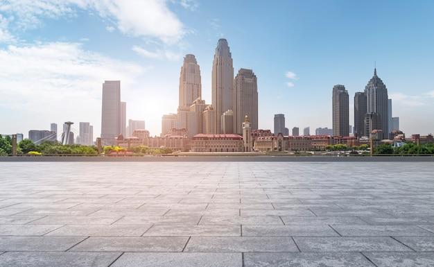 Road plaza i panoramę miejskiego krajobrazu tianjin