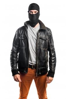 Robber ubrany w skórzaną kurtkę