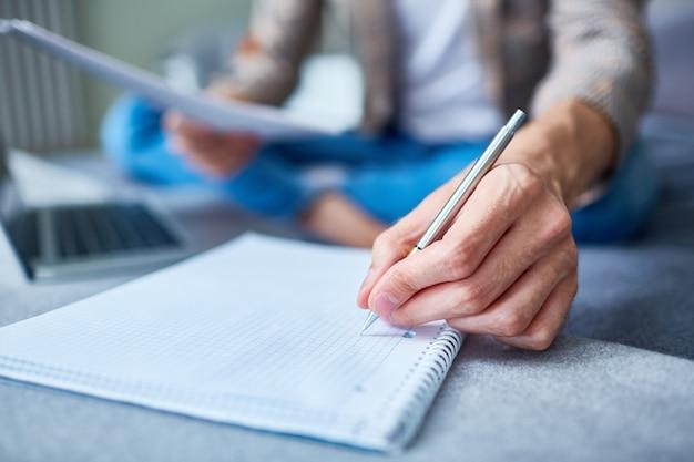 Robienie niezbędnych notatek