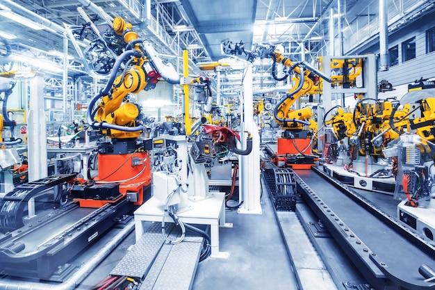 Roboty w fabryce samochodów