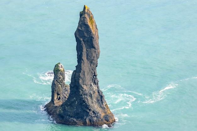 Rocks fingers troll. fale oceanu atlantyckiego