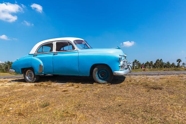 Roczna jazda samochodem na kubie