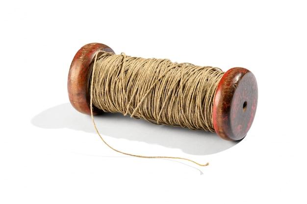 Rocznik drewniana rolka z dratwą na bielu