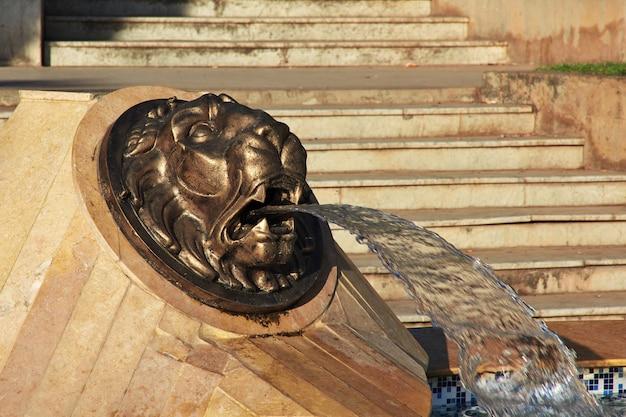 Rocznik fontanna w algieria mieście na morzu śródziemnomorskim, algieria