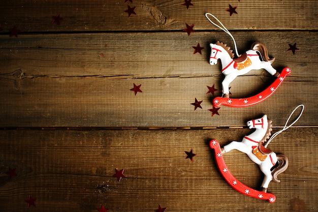 Rocznika zabawkarski koń z bożonarodzeniowe światła