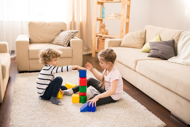 Rodzeństwo gra